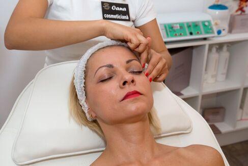 Tratament facial cu aur pur 24K si caviar la 49 lei